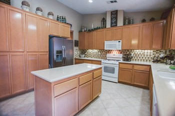 12315 Rodeo Avenue 4 Beds House for Rent Photo Gallery 1