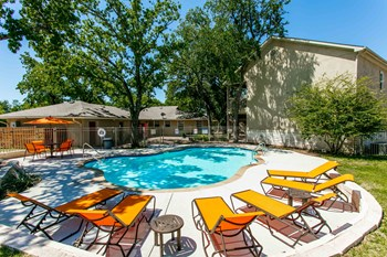 2129 Holly Oaks Lane 1-3 Beds Apartment for Rent Photo Gallery 1