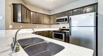3501 Shoreline Drive 1-3 Beds Apartment for Rent Photo Gallery 1
