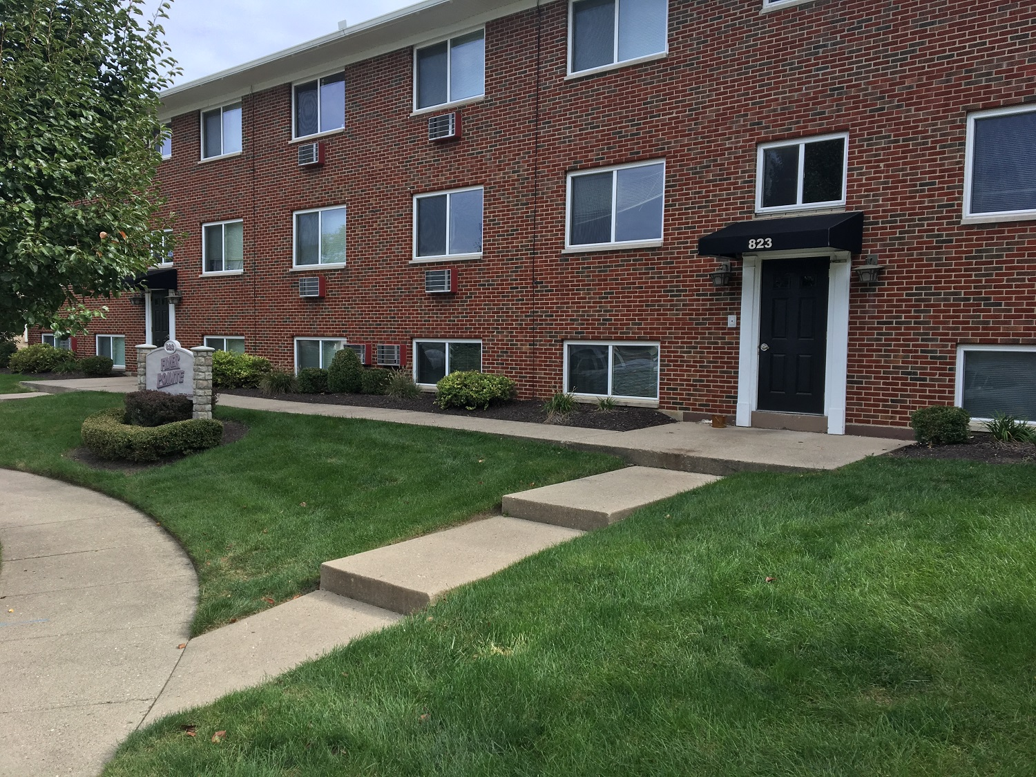 818 fourman court studio1 bed apartment for rent photo gallery 2 - 4 Bedroom Houses For Rent In Dayton Ohio