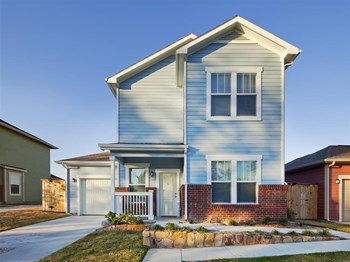 1220 E.Vickery Blvd 3-4 Beds Apartment for Rent Photo Gallery 1