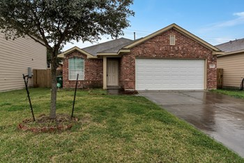 13350  Pine Tree Forest Trail 3 Beds House for Rent Photo Gallery 1