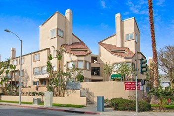 13947 Paramount Boulevard 1-2 Beds Apartment for Rent Photo Gallery 1