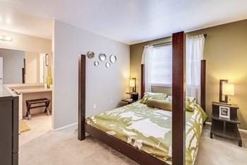 2220 NE Bridgecreek Avenue 1-2 Beds Apartment for Rent Photo Gallery 1