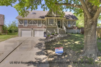 17100 E 49th Street Ct. S. 4 Beds House for Rent Photo Gallery 1