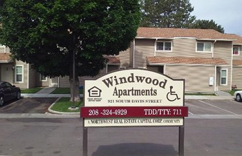 921 S Davis #1 1-2 Beds Apartment for Rent Photo Gallery 1