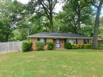 1673 Colonial Rd Memphis, TN 38117 3 Beds House for Rent Photo Gallery 1