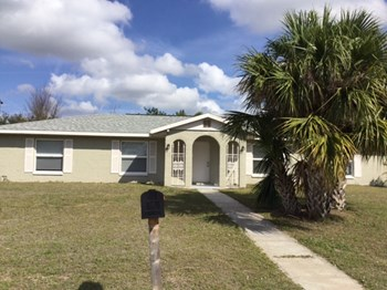 110 Dartmouth Dr NW 3 Beds House for Rent Photo Gallery 1