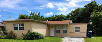 7040 SW 27 St Miramar, FL 33023 3 Beds House for Rent Photo Gallery 1