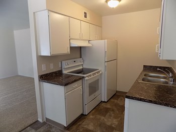 786 Southwood Blvd 1-4 Beds Apartment for Rent Photo Gallery 1
