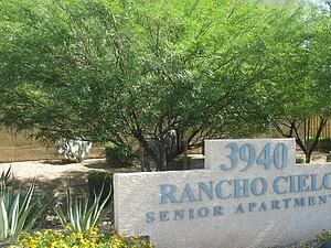 3940 W. McDowell Rd 2 Beds Apartment for Rent Photo Gallery 1