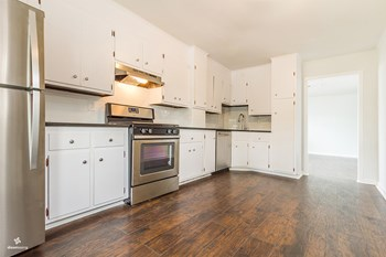 96 West 21st Street 3 Beds House for Rent Photo Gallery 1