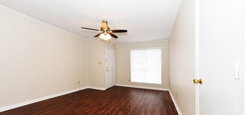 1206 US HWY 82 West 2-3 Beds Apartment for Rent Photo Gallery 1