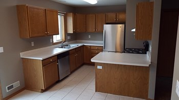 3225-3235 35th Ave S Studio-3 Beds Apartment for Rent Photo Gallery 1