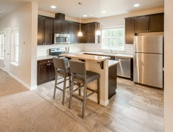5032 Greenwood DR SW 3 Beds Apartment for Rent Photo Gallery 1