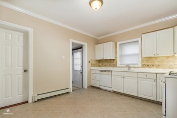 19 East 36th Street 2 Beds House for Rent Photo Gallery 1