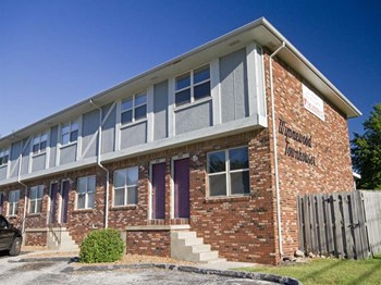 3331-3353 E. Linwood 2 Beds Apartment for Rent Photo Gallery 1