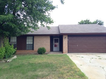 1808 SE 13th St 3 Beds House for Rent Photo Gallery 1