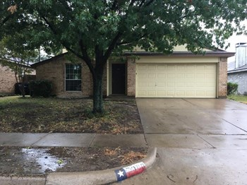 7000 Laurelhill Ct N 3 Beds House for Rent Photo Gallery 1