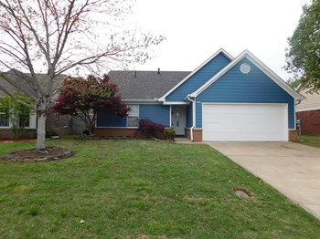 7605 Caitlynn Circle W 3 Beds House for Rent Photo Gallery 1