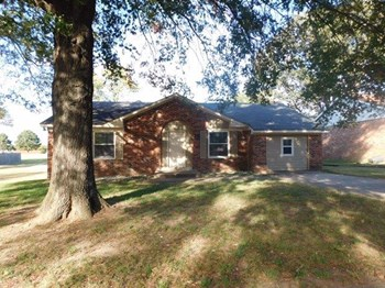 732 Charter Oak Dr 4 Beds House for Rent Photo Gallery 1