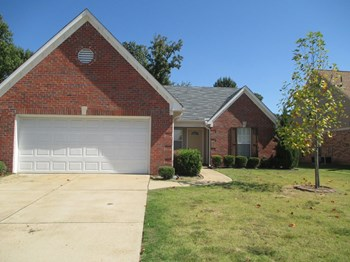 10734 Pecan View Dr 3 Beds House for Rent Photo Gallery 1