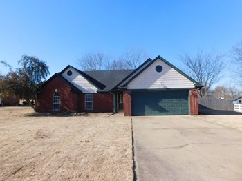7417 Hunters Hollow Ln 3 Beds House for Rent Photo Gallery 1