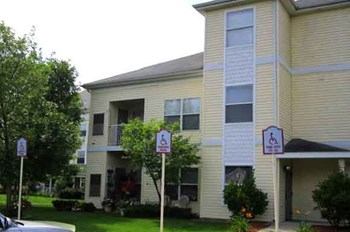 1700 Cedarwood Drive 1-2 Beds Apartment for Rent Photo Gallery 1