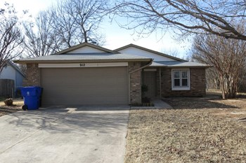 912 Branchwood Dr 3 Beds House for Rent Photo Gallery 1