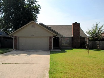 14816 Twelve Oaks Dr 3 Beds House for Rent Photo Gallery 1