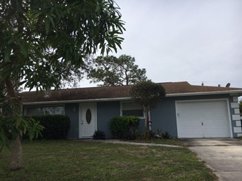 2268 SE Glover St 3 Beds House for Rent Photo Gallery 1