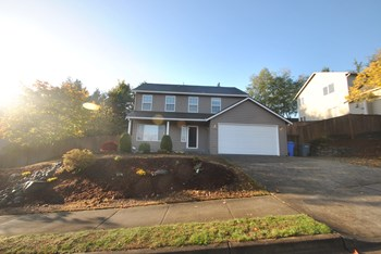 1926 31st Ave Se 4 Beds House for Rent Photo Gallery 1