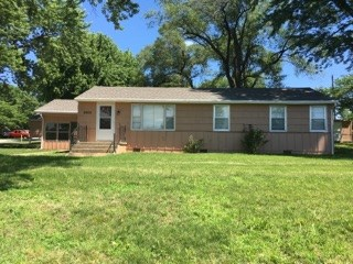 9900 E 47th St 3 Beds House for Rent Photo Gallery 1