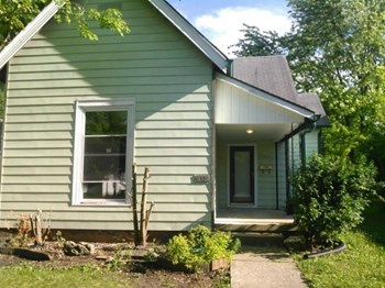 615 E Main St 3 Beds House for Rent Photo Gallery 1