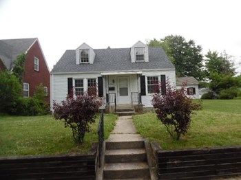 4221 S Wayne 3 Beds House for Rent Photo Gallery 1