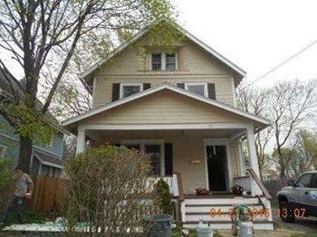153 Hollinger Ave. 3 Beds House for Rent Photo Gallery 1
