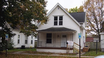 321 16th St NE Studio House for Rent Photo Gallery 1