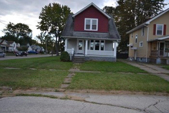 1303 W 10th St 3 Beds House for Rent Photo Gallery 1