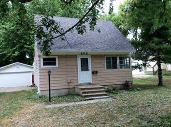 609 Spruce St 3 Beds House for Rent Photo Gallery 1