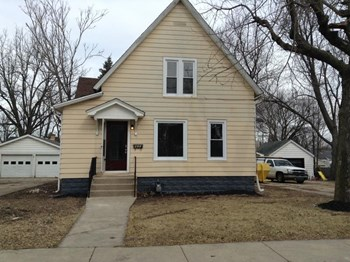 825 Pleasant St 3 Beds House for Rent Photo Gallery 1