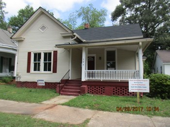 306 Central Ave 4 Beds House for Rent Photo Gallery 1