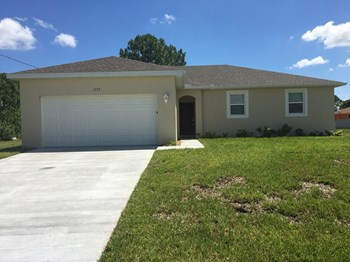 1737 NW 9th Terrace 4 Beds House for Rent Photo Gallery 1