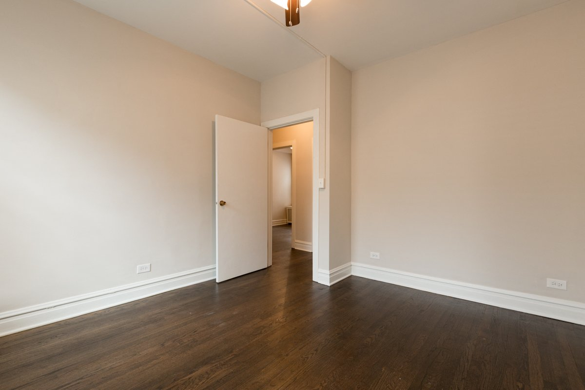 bedroom renovated apartment hyde park chicago one bedroom apartment