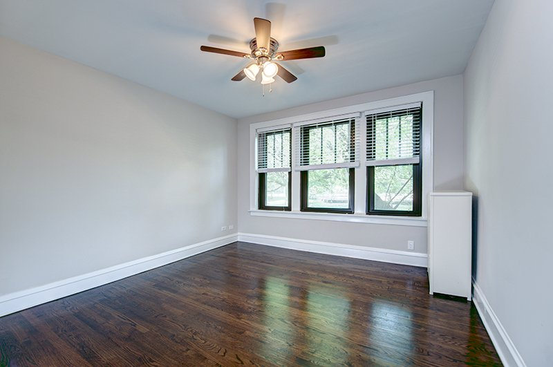 5410 ridgewood ct hyde park chicago renovated apartment for rent courtyard building