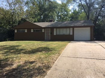 8611 E 114th St 3 Beds House for Rent Photo Gallery 1