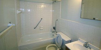 40 Holland Avenue 1 Bed Apartment for Rent Photo Gallery 1