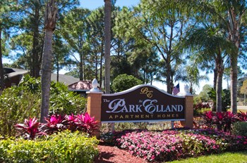 2481 NE Coachman Rd. 1-2 Beds Apartment for Rent Photo Gallery 1