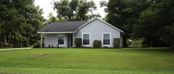 329 Country Road 3 Beds House for Rent Photo Gallery 1