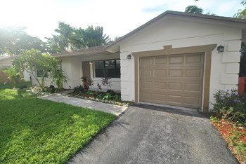 9548 Saddlebrook Drive 3 Beds House for Rent Photo Gallery 1