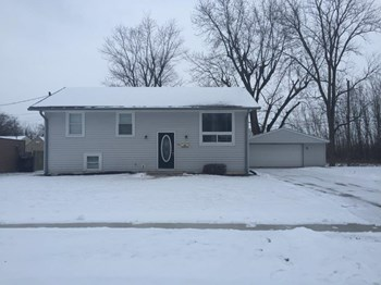 80 Lincoln Ct 3 Beds House for Rent Photo Gallery 1